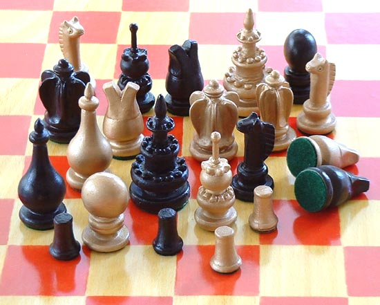 Pieces of Lucan van Leyden's Courier Chess recreated